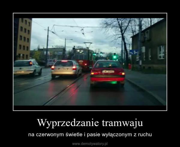 Wyprzedzanie tramwaju – na czerwonym świetle i pasie wyłączonym z ruchu