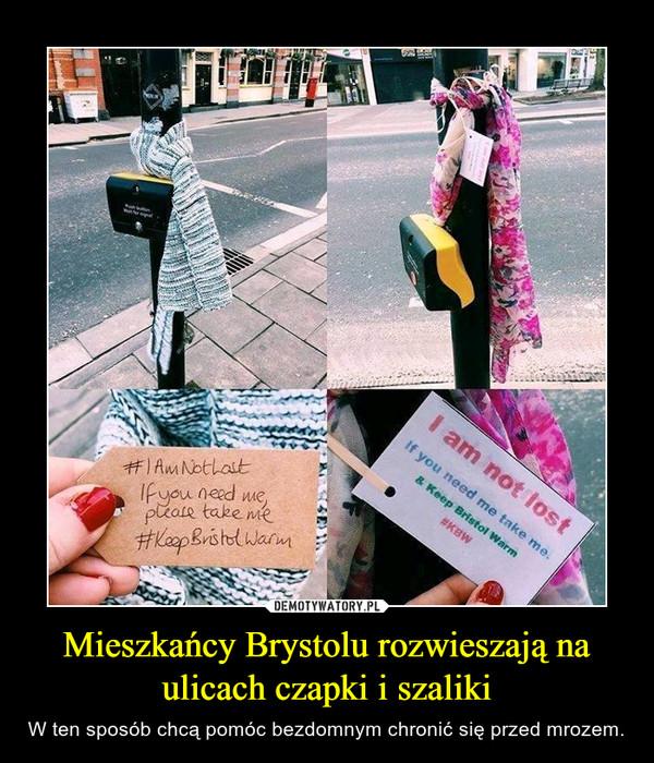Mieszkańcy Brystolu rozwieszają na ulicach czapki i szaliki – W ten sposób chcą pomóc bezdomnym chronić się przed mrozem.