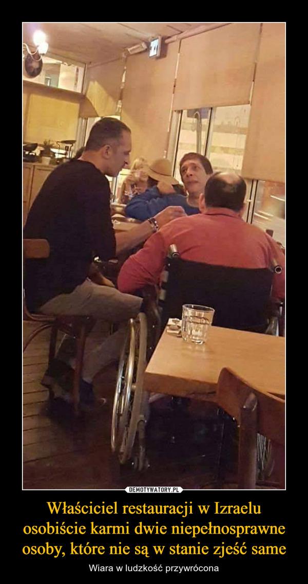 Właściciel restauracji w Izraelu osobiście karmi dwie niepełnosprawne osoby, które nie są w stanie zjeść same – Wiara w ludzkość przywrócona