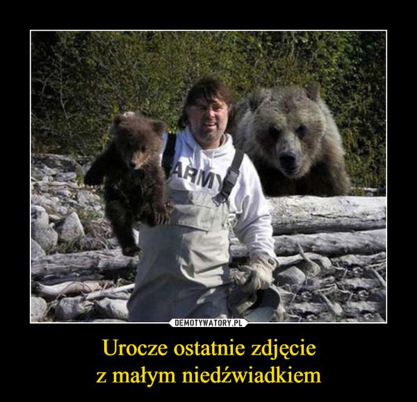 Urocze ostatnie zdjęciez małym niedźwiadkiem –