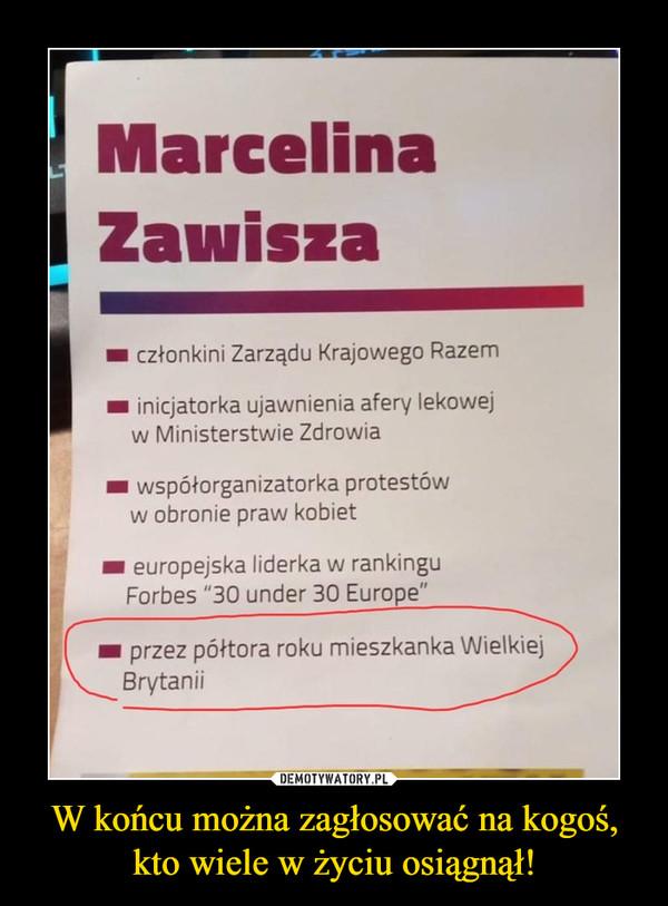 """W końcu można zagłosować na kogoś, kto wiele w życiu osiągnął! –  Marcelina Zawisza im członkini Zarządu Krajowego Razem inicjatorka ujawnienia afery lekowej w Ministerstwie Zdrowia współorganizatorka protestów w obronie praw kobiet europejska liderka w rankingu Forbes """"30 under 30 Europe"""" przez półtora roku mieszkanka Wielkiej Brytanii"""