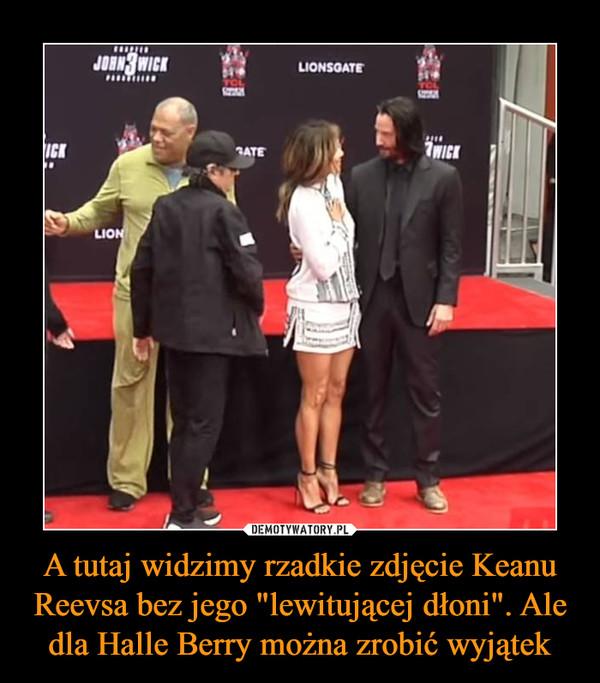 """A tutaj widzimy rzadkie zdjęcie Keanu Reevsa bez jego """"lewitującej dłoni"""". Ale dla Halle Berry można zrobić wyjątek –"""