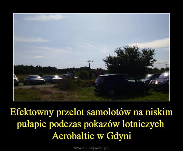 Efektowny przelot samolotów na niskim pułapie podczas pokazów lotniczych Aerobaltic w Gdyni –