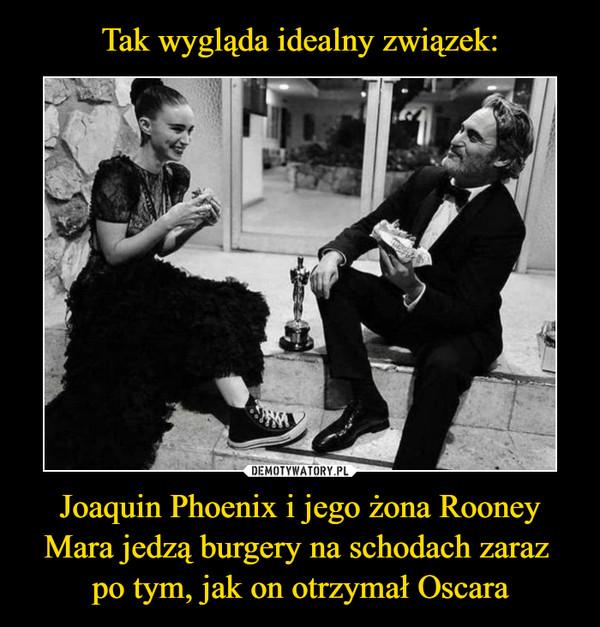 Joaquin Phoenix i jego żona Rooney Mara jedzą burgery na schodach zaraz po tym, jak on otrzymał Oscara –