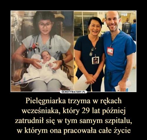 Pielęgniarka trzyma w rękach wcześniaka, który 29 lat później zatrudnił się w tym samym szpitalu, w którym ona pracowała całe życie