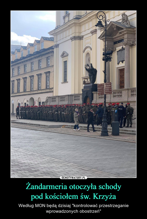"""Żandarmeria otoczyła schodypod kościołem św. Krzyża – Według MON będą dzisiaj """"kontrolować przestrzeganiewprowadzonych obostrzeń"""""""