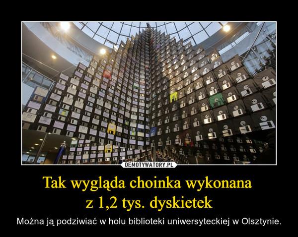 Tak wygląda choinka wykonana z 1,2 tys. dyskietek – Można ją podziwiać w holu biblioteki uniwersyteckiej w Olsztynie.