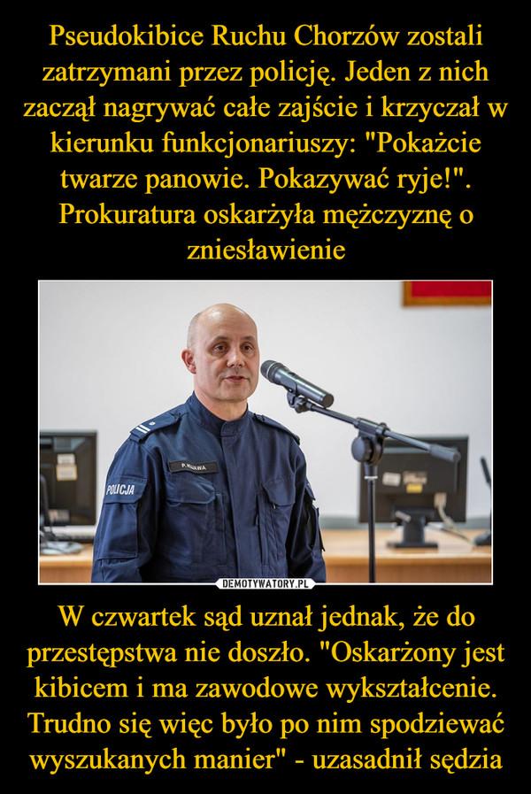 Pseudokibice Ruchu Chorzów zostali zatrzymani przez policję. Jeden z nich zaczął nagrywać całe zajście i krzyczał w kierunku funkcjonariuszy: